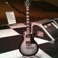 サイン入りGibson Les Paul Studio (GLAY ARENA TOUR 2009 [THE GREAT VACATION]にてメインギターとして使用)